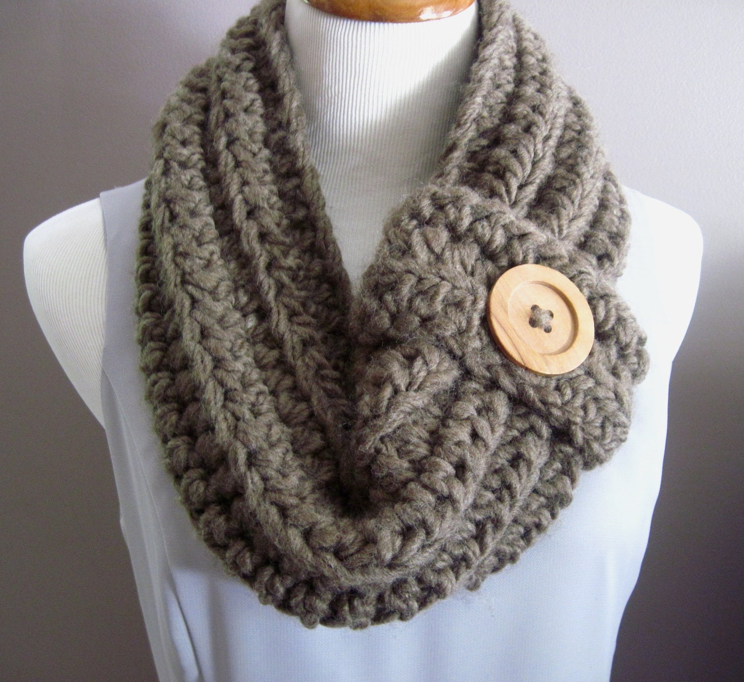 Chunky Bulky Button Crochet Cowl: Soft Cocoa by CrochetCluster