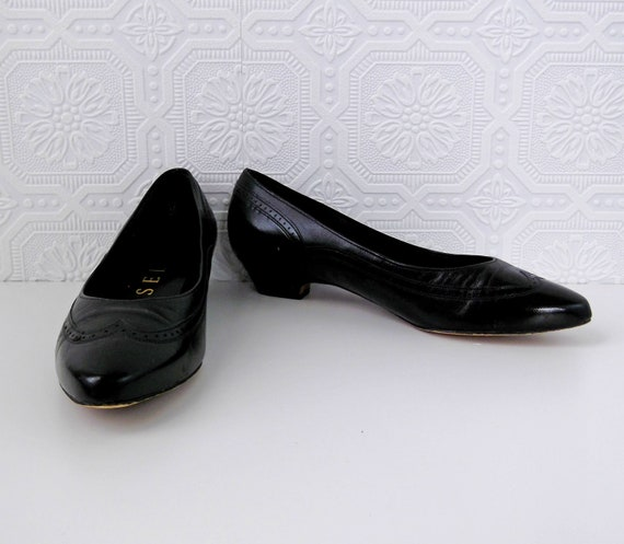 Black Wingtip Shoes, Slip on Flats, Leather, women's 7.5, by Selby, Vintage 1980's