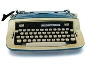 Royal Custom III Typewriter in Teal Blue