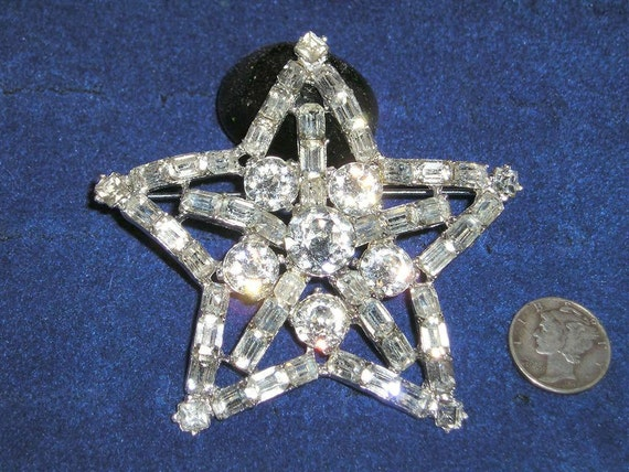 Vintage Rhinestone Star Brooch With Baguettes Rhodium Plated 1940's Jewelry 2284