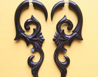 Hand Carved Fake Gauge Earrings - HANYA Floral Curls - Natural Black Horn