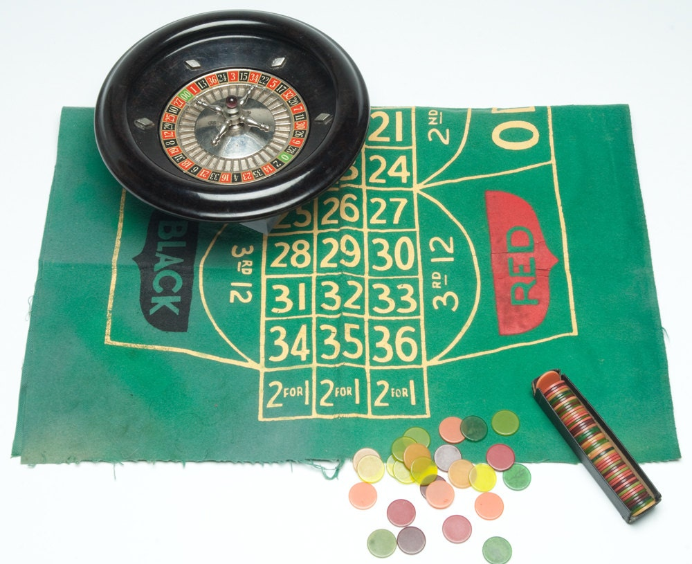 sale vintage roulette 1930s bakelite roulette game w bakelite. Black Bedroom Furniture Sets. Home Design Ideas
