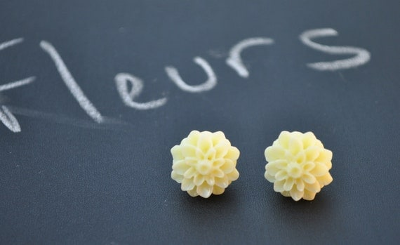 Cream Flower Silver Post Earrings