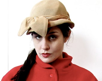 vintage 30s cloche style hat with big floppy adorable bow.