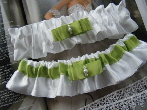 Simple little Sweetheart Green and White Garter Set