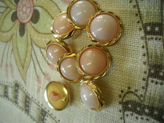 8 beautiful vintage button-15mm in  gold and pale pink- lot56s