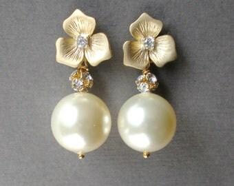 Elegant Bridal Ivory Pearl  Gold  Earring Charming Dangle Design