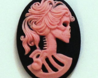 Lolita Skull Cameo Pink on Black 25x18mm