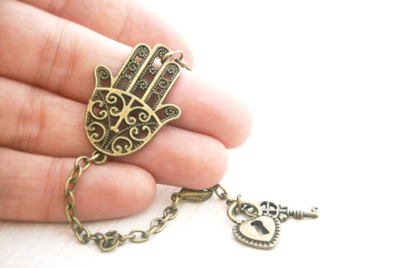 Hamsa Hand of Fatima  Vintage  bracelet  Antique brass chain Bronze victorian Cross and Heart chinese Indian