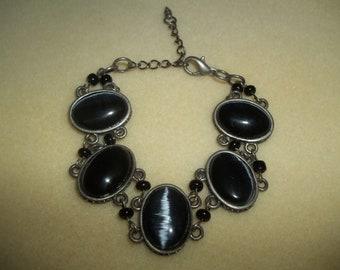 Sharp Black Cats Eye Cabochons Linked Bracelet