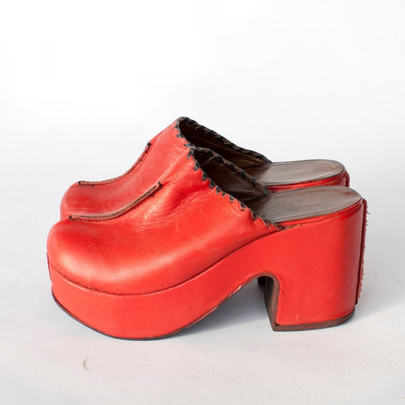 1970s Engine Red leather platforms size 7.5-8