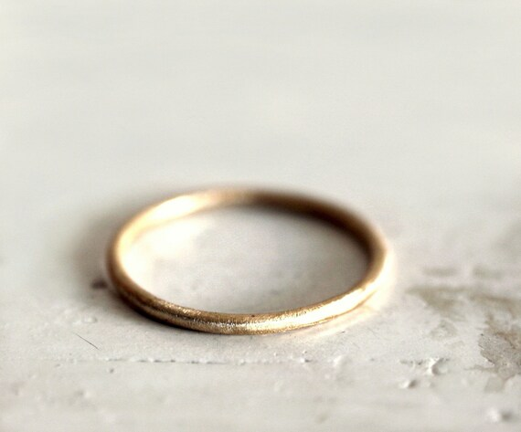 A rustic gold band. 18k. An earthy simple band. Leia