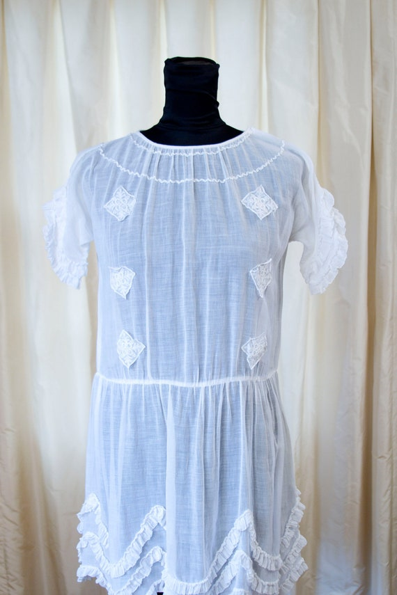 1920's Dress // White Cotton Lawn Dress with Scalloped Ruffle Hem