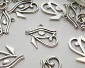 5 Eye of Horus or Eye of Ra evil eye charms in antique silver 27x30mm DB20070