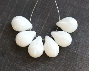 Pearly white czech glass teardrop Briolettes, large - 10x14mm - 6Pc - 0444