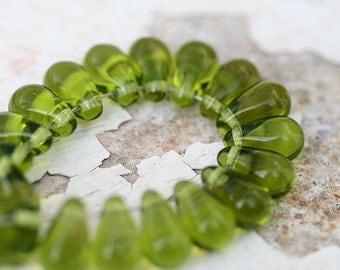 Olive green beads, olivine teardrops, Czech Glass beads, drop beads, pressed glass beads - 6x10mm - 20pc - 0448