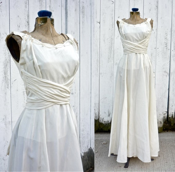 1940s Dressing Gown: 1940s Wedding Dress / Vintage 40s Wedding Gown / Luminescence