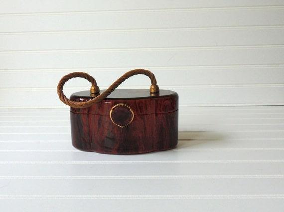 adorable 1950s Wilardy lucite purse. handbag. tortoise brown. Fall. vintage fashion. mid century modern