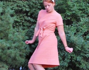 Casually Coral Cutie 1960s Vintage Textured Short Sleeved Day Dress With Matching Fabric Belt Sz Medium / Large