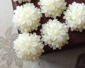 14 mm Milky White Resin Tansy Flower Cabochons (.st)