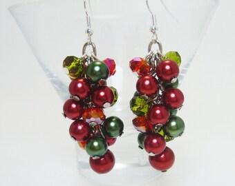 Christmas Cluster Earrings, X Mas earrings, Holiday Earrings, Red and Green Pearl Earrings, Festive Earrings.