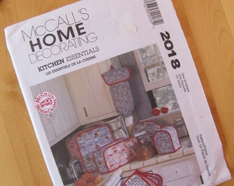 Uncut McCalls Sewing Pattern 2018 - Kitchen Essentials - Pot Holder, Curtains, Chair Cushion, Bulletin Board