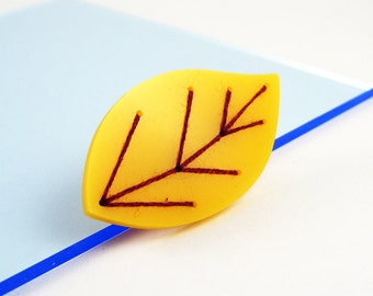 Embroidered Acrylic Leaf Brooch (Yellow)
