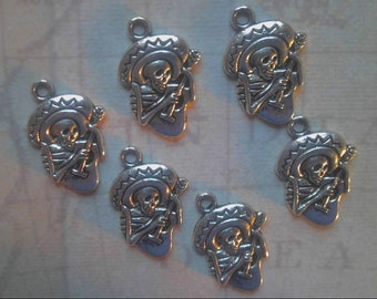 6 silver tone metal skeleton charms / dia de los muertos / day of the dead / skull / jewelry findings / posada / musician / guitar / mexico