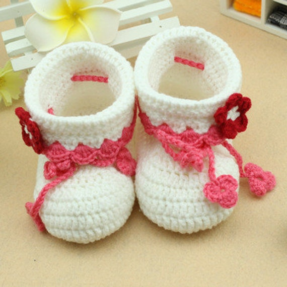 white lovely baby shoes handmade Crochet Baby Booties with red flower decorative soft  Toddler shoes  0-12months