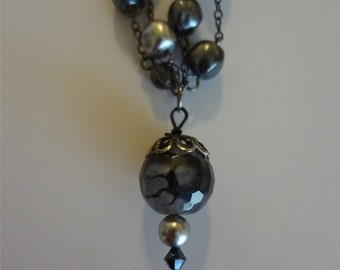 Dragon Veins Agate and Pearl Necklace  Black and Grey Jewelry  Agate Bead  Dragon Vein