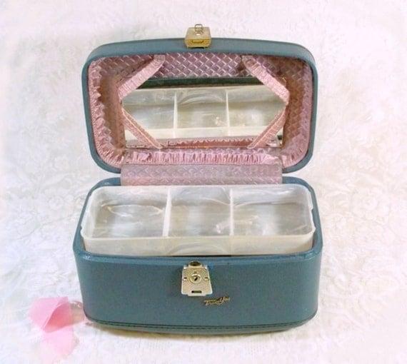 Vintage Makeup Cases 36