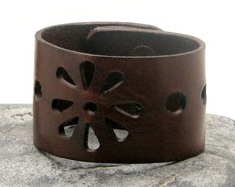 EXPRESS SHIPPING Women's leather bracelet. Flower decorated brown leather cuff women's bracelet