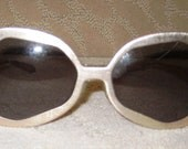 ON SALE Awesome pair of Vintage Sunglasses.