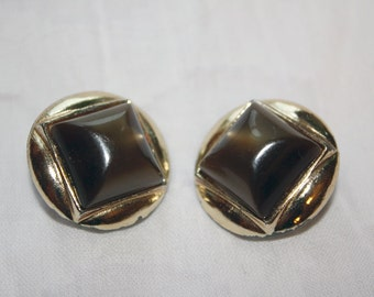 Clip On Earrings Vintage Brown Square in a Gold Toned Circle