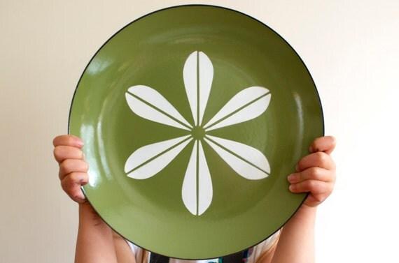 "Vintage Cathrineholm Enamel Lotus Plate - Avocado Green with White Lotus 10"""