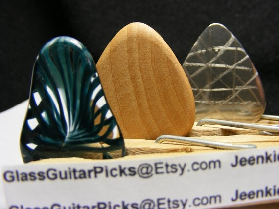 Guitar pick set of 3 different picks, set includes a Glass guitar pick,Wood guitar pick,and Stainless steal guitar pick, metallic blue