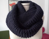 REBAJAS DE ENERO/ Bufanda circular azul marino/ accessorios mujer/ bufanda de invierno/ tejida a mano