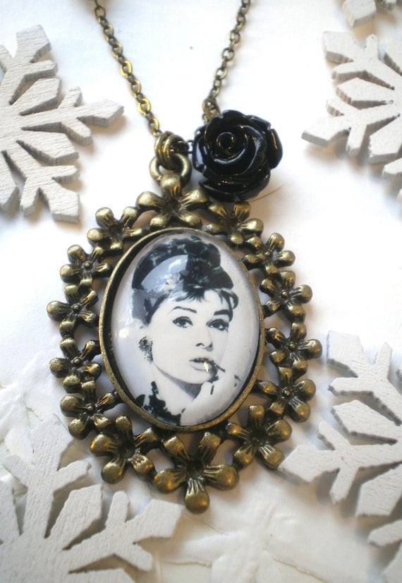 Necklace audrey hepburn with black rose by ellementjewelry for Audry rose jewelry reviews