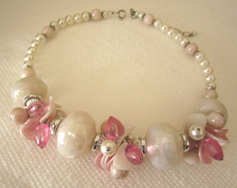Faux pearl and bead necklace. faux pearl necklace. pink and white necklace. white necklace. vintage jewelry