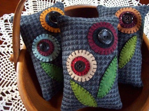 Penny Rug Flowers Bowl Filler Pillow Tucks