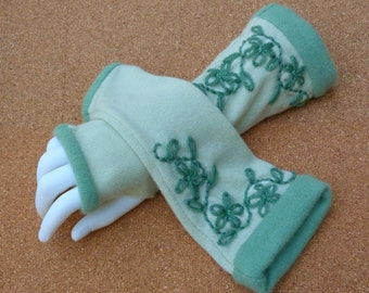 Pale green and green  fingerless gloves