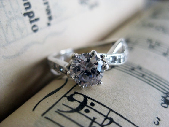 Vintage Silver Ring with 6mm Cubic Zirconia from the 1960s