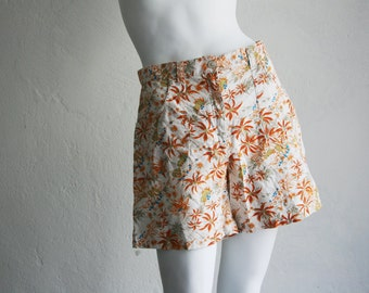 90s Vintage Floral Cotton High Waisted Shorts Palms Hipster Blogger Trend Size Medium Large - The Vintage Shop Berlin