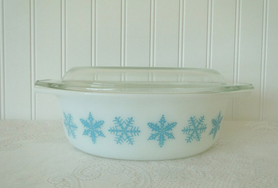 Pyrex Turquoise Aqua Snow Flakes casserole with lid