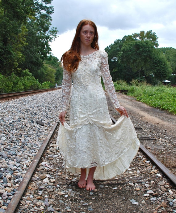 Vintage Womens Size 10 Lace and Beaded Wedding Dress