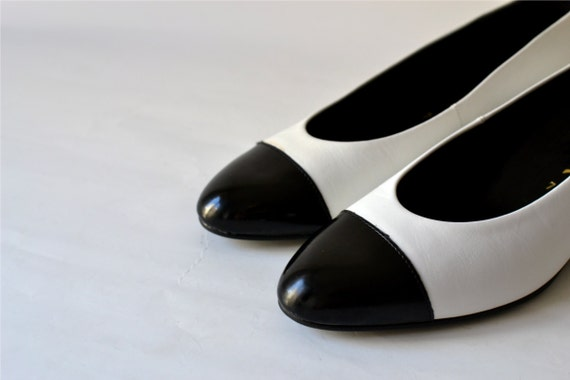 Vintage spectator shoes flats US 9 UK 7 EU 40 never been worn patent leather black Audrey Hepburn 80s womens West German