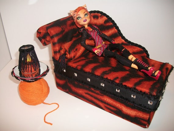 Articles similaires meubles pour monster high poup es - Comment faire un lit pour monster high ...