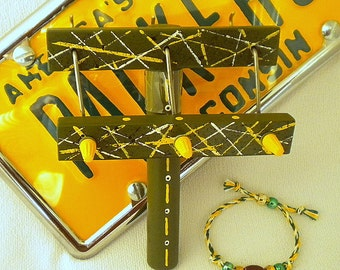 Twist-It for football sports bracelets in green and gold