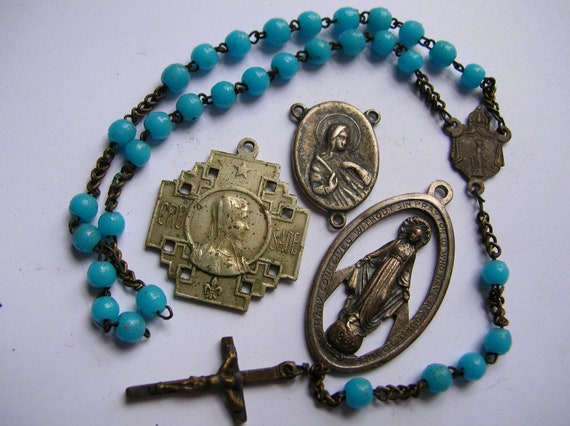 Lot of religious pendants,charms,medals vintage jewelry,cross crucifix,destash rosary