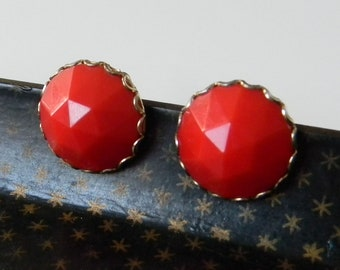 Vintage Triangluar Burst Cherry Red Gold Clip On Earrings Bold Round Bright Mid Century Flapper Chunky Costum Jewelry